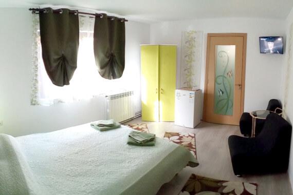 Cazare Anina | Pensiunea Roua Florilor | Camera Verde